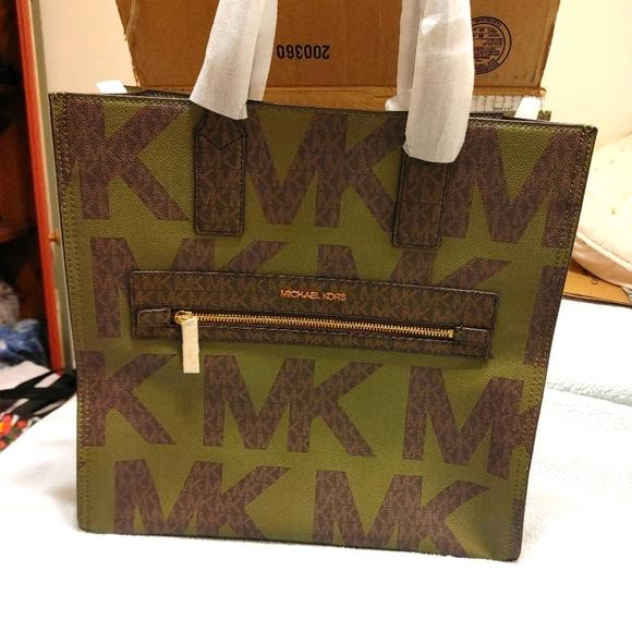MK kenley Tote/Sold
